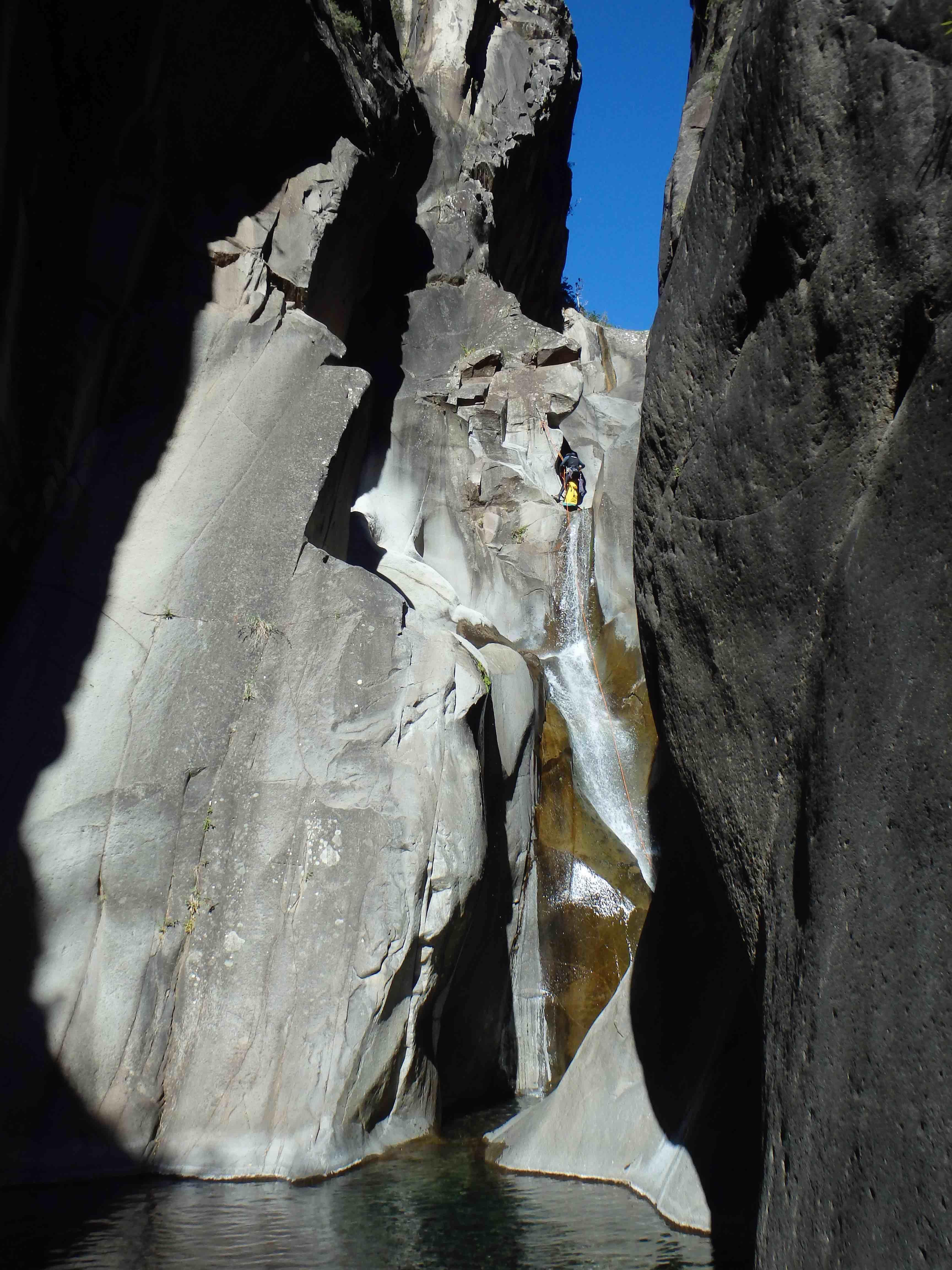 canyoning-fleur-jaune-cilaos