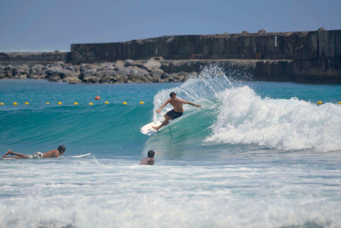 surf-roches-noires