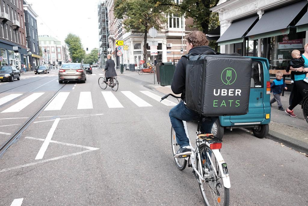 Uber Eats livre à La Réunion et dévoile les restaurants.